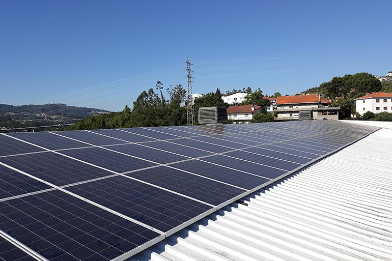 Instalação de Sistema Fotovoltaico em Felgueiras
