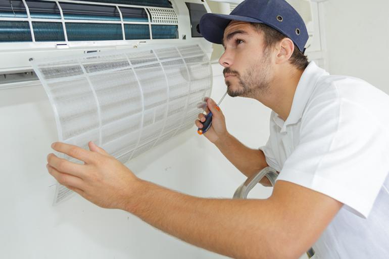 Como manter o seu ar condicionado limpo entre manutenções?
