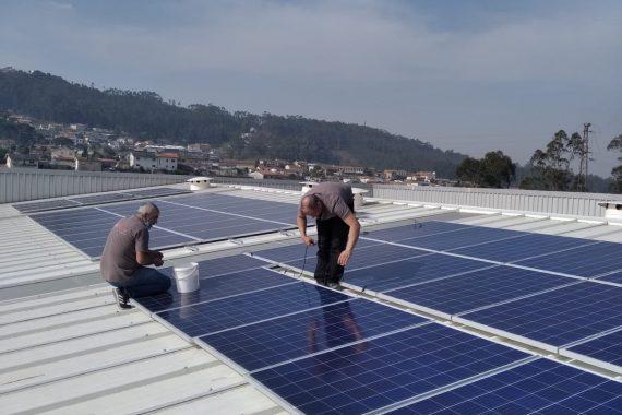 Montagem de sistema de Painéis Fotovoltaicos